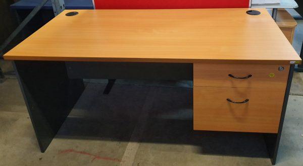 $180 Desk 3drws 1500l (1)a